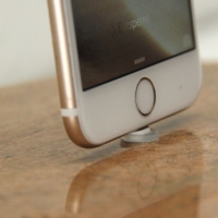 RockDock119-iPhone-gold